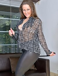 Hot brunette mom shows off in her skin-tight black pants