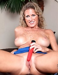Totally nude Anilos milf Jade flaunts her curvy body while masturbating with a dildo