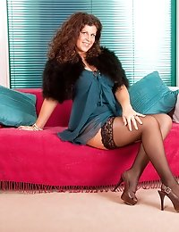 Enticing Anilos woman teases us with her sultry mature beauty on the couch