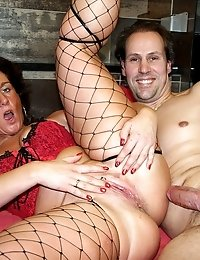 Dirty mature prostitute gets dirty with an Italian tourist