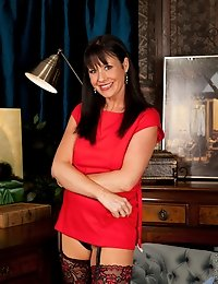 Pretty milf Elise Summers joins our hottest Anilos models