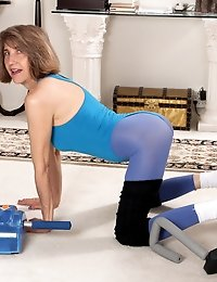 Mature granny keeps her body smoking hot with naughty workouts