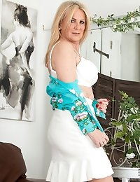 Cock hungry mom can't wait to strip down and play