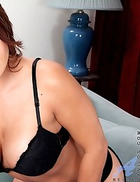 Milf beauty Bella displays her massive cleavage in a sexy black bra